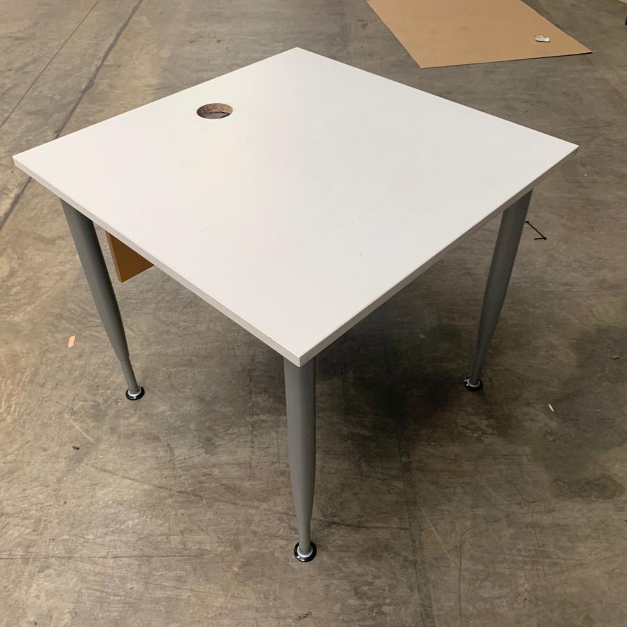 Kinnarps Series[e]one White 800x800 Straight Desk